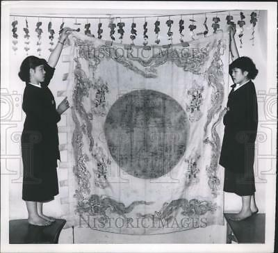 1953 Press Photo Two Japanese Girls Hold the 450-Year-Old Original Japanese Flag
