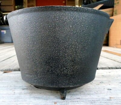 "Nice Antique  Small #7 Cast Iron Three Leg Bean Pot Kettle 9 1/8"" With Gate Mark"