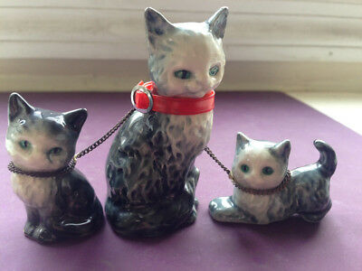 Miniature Vintage Goebel cat w red collar & 2 kittens chained together