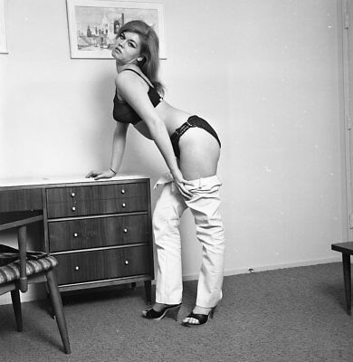 1960s Hauspean Negative, sultry pin-up girl Mia Stacks in sexy lingerie, t14185
