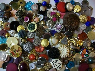 Nice Mixed Lot of Vintage Buttons