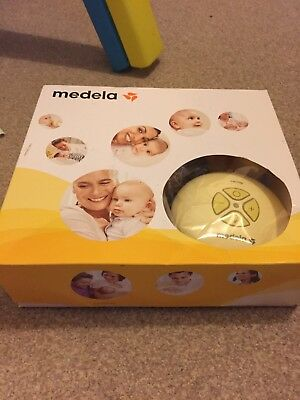 Medela Swing Electric and Battery Breast Pump with Calma Teets, Bottles & Extras