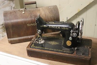 Vintage Singer Sewing Machine With Case With Light And Motor