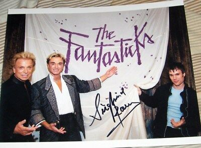 Siegfried and Roy Hand Signed 8x10 Photo with Darren Romeo