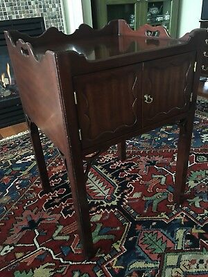 Vintage KITTINGER CW-57 Chippendale Style Mahogany Bedside / Side Table