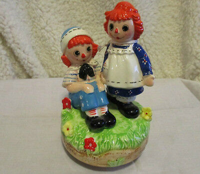 """SCHMID VINTAGE RAGGEDY ANN & ANDY MUSIC BOX -""""You Light up my Life""""  1974"""