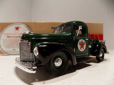 Texaco 1947 International Pick Up with Barrels #26 Die Cast 1/24th NOS MIB