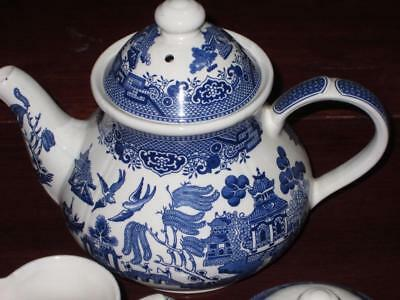 BLUE  WILLOW CHINA CHURCHILL made in ENGLAND LARGE TEAPOT