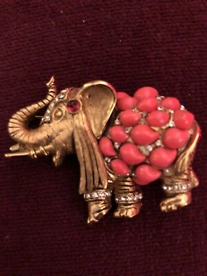 Elephant Pin or Pendant Gold Tone Cabochon Faux Corral (313)