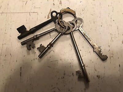 Vintage Brass Key Ring & (5)  Antique Keys All Different