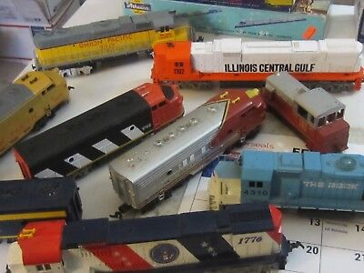 h o trains: salvage lot of 9 { 2 dummies } diesel locomotives being sold as is