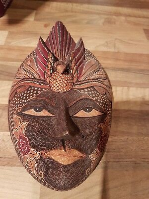 Decorative woodlike face mask