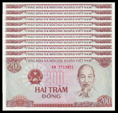 Lot 10 Uncirculated Consecutive Vietnam 200 Dong VND Paper Money.