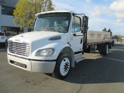 2005 Freightliner M2 Business Class 24' Flatbed Truck w/Liftgate