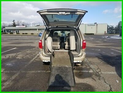 2006 Chrysler Town & Country Limited VAN WHEELCHAIR HANDICAP REAR ENTRY LEATHER SEATS 2006 Limited Used 3.8L V6 12V