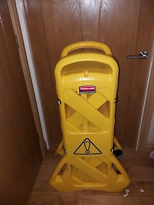Rubbermaid Mobile Barrier System Yellow Good Condition 15KG