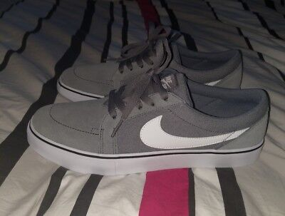 nike satire size 9 US. New without tags