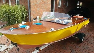 Tolles Holzboot mit Trailer
