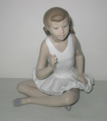 Nao by Lladro Porcelain Attentive Ballerina Figure ~ No. 10146