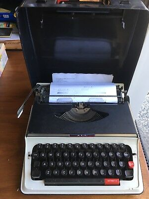 All Portable Typewriter & Hard Case Made In Japan . Vg Working Condition