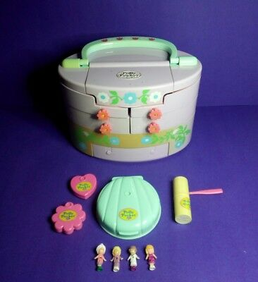 Polly Pocket  Vintage 1991 Pull Out Playhouse  plus figures.