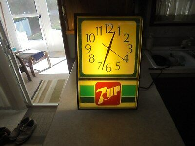 vintage 1960's-70's 7 up light up clock good running condition