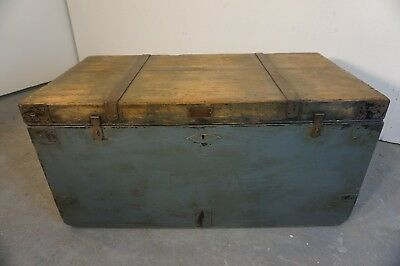 Antique Trunk / Coffee Table (RR191)
