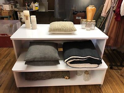 Retail Display Table with bench - White