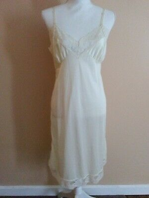 Vtg. Mel-Lin USA Made Full Slip Loaded with Lace Ivory Size 40 EC Ships Free