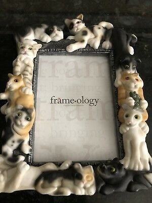 Beautifully sculpted cats Frame-ology 4x6