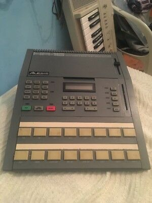 Alesis HR 16 Drum Machiene