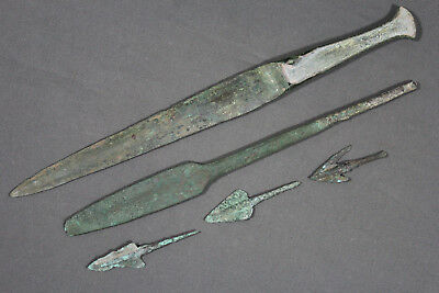 Luristan bronze lot (1 dagger, 1 spearhead and 3 arrowheads) - Circa 1000BC