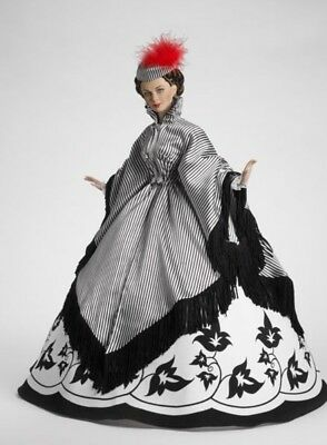 """Tonner Traveling With Mother To Savannah Scarlett Gone With The Wind 16"""" Doll."""