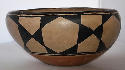 Early Santo Domingo pueblo Native American large dough bowl pottery painted