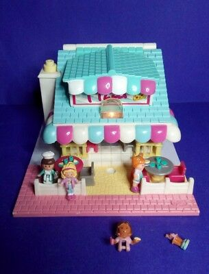 Light Up Vintage Polly Pocket Pizzeria Pollyville and Figures 1993
