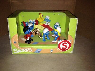 New In Box SCHLEICH 2012 - THE OLYMPIC SMURFS BOX SETS SCENERY PACK W/ 5 figures