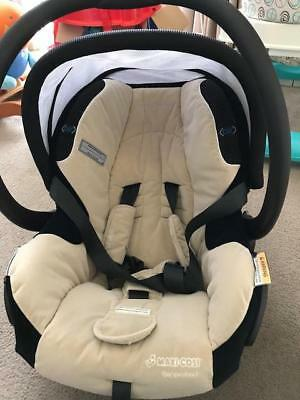 Maxi Cosi Titan Baby Capsule (Air Protect) With Base and Strap