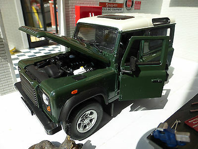 Land Rover Defender TD5/TDCI 90 Green White Roof Welly 1:24 Scale Diecast Model
