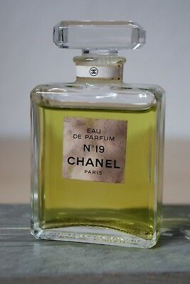 CHANEL No 19 Parfum FACTICE DUMMY,  KEIN DUFT Ca. 9 cm hoch - 50 ml