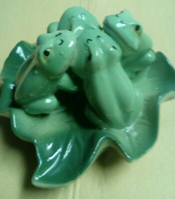 Frogs On Lily Pad Vgt Pottery (Really Cute)
