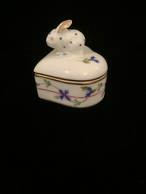 HEREND Porcelain Heart Shaped TRINKET BOX with Dotted Bunny on Top #6442
