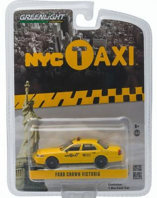 Ford Crown Victoria TAXI Yellow Cab New York 2011 NYC *** Greenlight 1:64 OVP