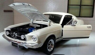 Ford Mustang 1967 GT Fastback 1:24 Echelle Welly Moulage sous pression détaillé