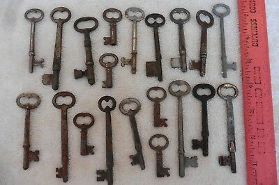 Lot of Keys skeleton Key vintage & antique hollow barrel Trunk Padlocks clock ++