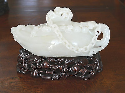 Chinese  Hand  Carved  Top  Quality  Of  He-Tian  White  Jade  Teapot