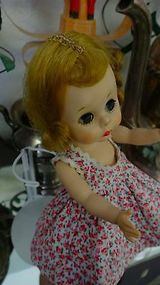 MA Madame Alexander-kin WENDY KIN BKW DOLL in Pink Floral Pinafore (1285B)