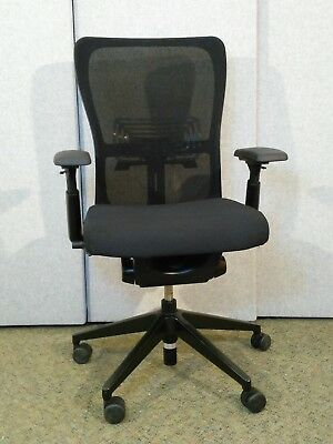 REDUCED Only 2 Left - Haworth Comforto 89 operator/office chair