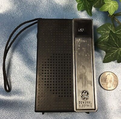 Vintage General Electric Transistor Radio. Model 7-2705B. Works !   #4073