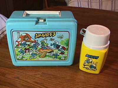 VINTAGE PEYO SMURFS PLASTIC LUNCH BOX and KING SEELEY- THERMOS VERY CLEAN