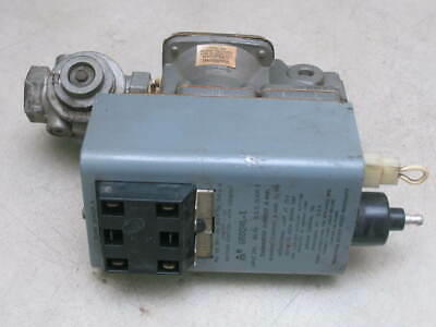 Johnson Controls G60QHL-1 Ignition Control with lockout w/ Valve VLV34A